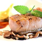 "Baked ""ca loc"" fish (snakehead) Seafood and spinach bonbon, sautéed mushrooms, pepper, teriyaki sauce"