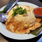Kia Jeow (tortilla al estilo tailandés con arroz jazmín y sriracha)