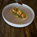 Vieiras Grelhadas com Texturas de Couve Flor, Beurre Noisette e Aioli de Curry