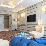 Presidential Suite - Living room / TV