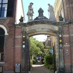 The entrance gate from 1723 -an old man and a woman above it