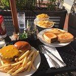 Foto de Chomp Burgers Fries and Shakes