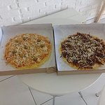 Pizza de Frango e Carne de Sol feito com Massa da Macaxeira.