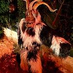 Зальцбург - Земля неотразимо-очаровательных Гномов и Троллей! Куда нынче ни зайдешь - всюду вас встретят приветливые Бабки-Ёжки, Лешие, Домовые, Барабашки и Кащеи Бессмертные! Зальцбург на Рождество - Рай для Детишек и Сказка наяву! Ваш гид в Зальцбурге - Андрей Зальпиус