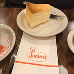 Photo de Junior's Restaurant