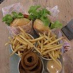 Foto de Betty's Burgers & Concrete Co.