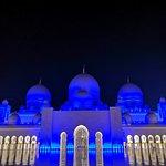 Потрясающая мечеть в Абу-Даби