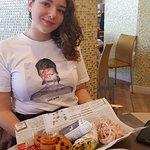הטיבעונית שלנו ליאן נהנת ממנת שף אישית שף אייל בוחבוט