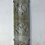 Antica stele in pietra scolpita all'interno di San Michele