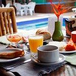 Café da manhã servido das 8:00 até 12:30.