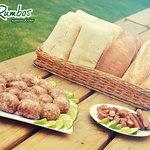 Genovas y cabanos  Con nuestra selección de pan.