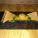 corte de presa iberica y macaron de foie