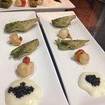degustación de vieras , laminas de alcachofas y caviar nacarii