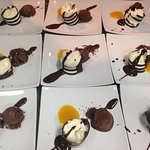 espiral de chocolate negro y blanco con maracuya