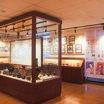 二樓展覽館採售票參觀,含專人導覽,帶您認識茶的歷史、文化、製作過程,探索茶世界的多采多姿。 We provide ticket to our exhibition hall, private guide included. You can explore the fascinating world of tea by getting to know more about the culture, history and processing of tea.