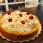 Una delle nostre ultime realizzazioni: abbiamo unito meringa e lamponi per creare una torta sensazionale!