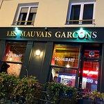 صورة فوتوغرافية لـ Les Mauvais Garcons