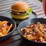 Monroe's Burgers & Beers의 사진