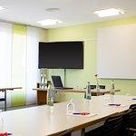 Modern eingerichteter heller Seminarraum 48m2 bis zu 40 Personen