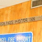 Raton Pass Motor Inn Photo