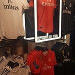 Mejor lugar de Barcelona para adquirir producto oficial del Real Madrid!