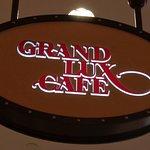 Grand Lux Cafe의 사진