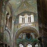 صورة فوتوغرافية لـ Basilica San Vitale