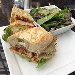 Bild från Azure Restaurant & Bar at the Intercontinental Toronto Centre
