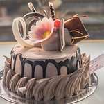Очень вкусные тортики. Делают на нем любую надпись с поздравлением.