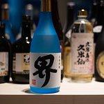"""Nanakubo är ett destillat på ris och sötpotatis från Higashi. Vi serverar den till vår Ceviche på gös och pepparrot. Men den funkar lika bra ensam hälld över is, även kallat """"rokku"""" om man vill briljera med sina kunskaper i japanska dvs."""