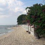 صورة فوتوغرافية لـ Wong Amat Beach
