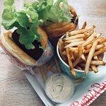 Betty's Burgers & Concrete Co.의 사진
