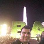Avenida 9 de julio el Obelisco imagen clasica de la ciudad de Buenos Aires.