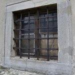 Jedno z okien chrámu