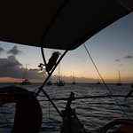 Foto de Tranquilo Sailboat Cruise