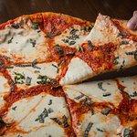 Denino's Pizzeria & Tavern의 사진