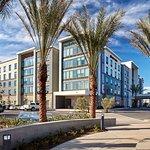 Hampton Inn Long Beach Airport