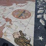 発見のモニュメント前広場の世界地図