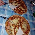 4 formaggi con melanzane e parmigiana. Impasto di farina integrale