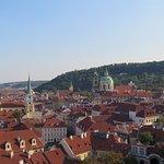Vista de la ciudad bajando por la calle Nerudova - 1