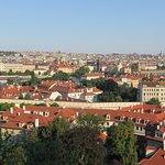 Vista de la ciudad bajando por la calle Nerudova - 3