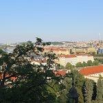 Vista de la ciudad bajando por la calle Nerudova - 4