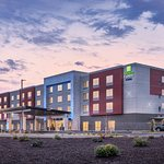 Holiday Inn Express and Suites Keizer