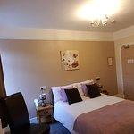 Room 9 - Double Ensuite Overlooking Torwood Gardens
