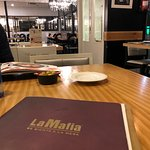 Foto de La Mafia Se Sienta A La Mesa