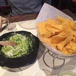Guacamole et chips ( excellent pour commencer le repas)