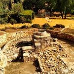 Замок Колосси. Колодец 1210 года