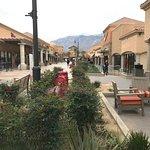 صورة فوتوغرافية لـ Desert Hills Premium Outlets