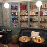 Hotel de Neuve by HappyCulture - lobby seating & breakfast area