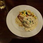صورة فوتوغرافية لـ Queen's Court Restaurant